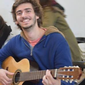 Facu - Bajo, piano, guitarra y voz