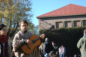 Pedro - Bajo, charango, guitarra y voz